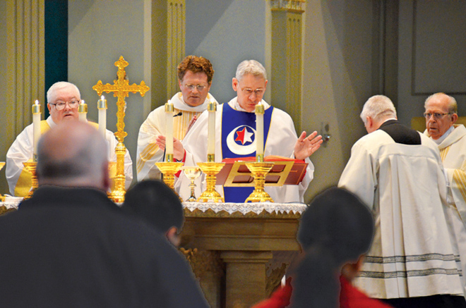 Bishop Robert W. Finn celebrates Mass Feb. 28 at the Cathedral of the Immaculate Conception to celebrate the pontificate of retiring Pope Benedict XVI and to pray for the College of Cardinals as they will soon convene to elect his successor. (Kevin Kelly/Key photo)
