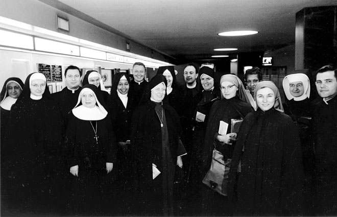 Sisters and priests getting ready to board a plane for the trip from Kansas City, Mo., to Selma, Al. in early March, 1965. They were to participate in a 5-day, 54-mile march to Montgomery in the midst of the struggle for blacks to achieve equal voting and other civil rights. (Key photo/Chancery archives)